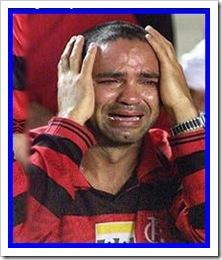 flamenguista chorando mostrando o quanto o Flamengo é importante na vida de todos os rubro negros